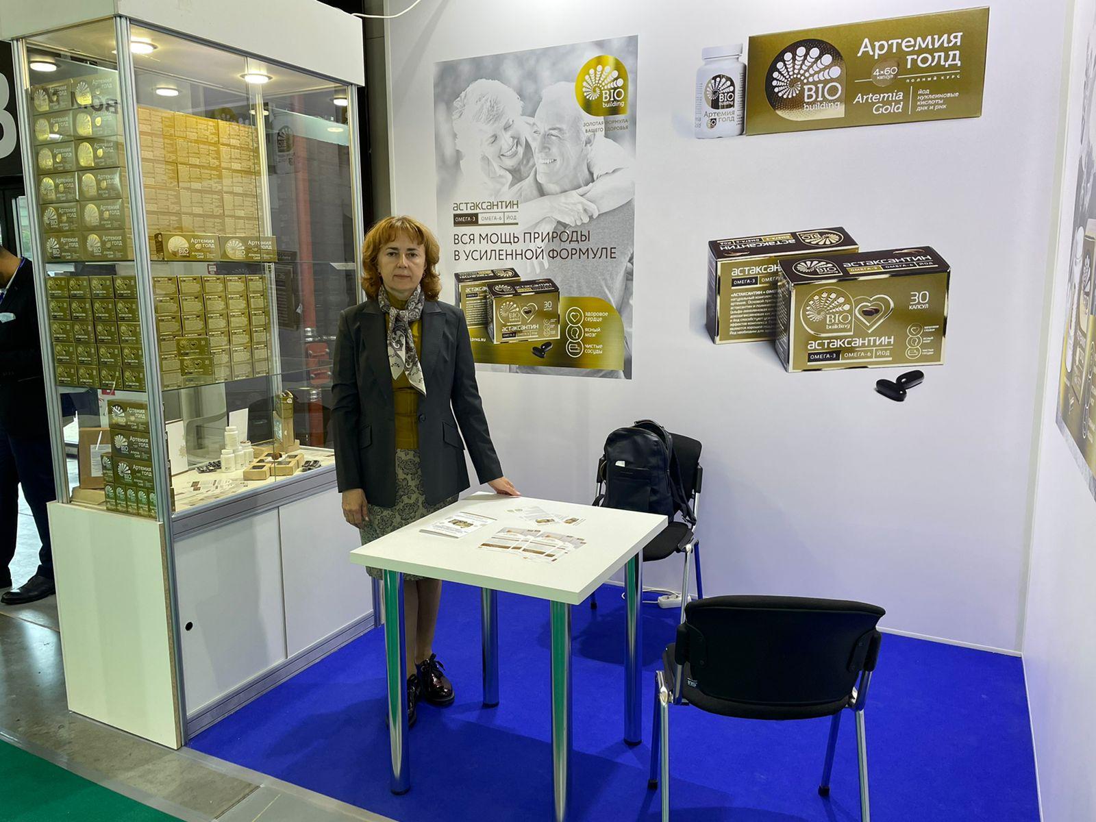 Международный рыбопромышленный форум БИО Билдинг выставка руководитель у стенда